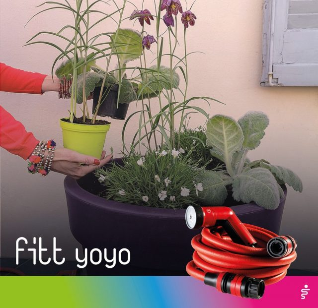 Spring offers the opportunity to bring terraces and green corners to life with bold colours. 🌷 From the intense purple red of Fritillaria meleagris, to the delicate look of white carnations, going through the iridescent green of silver sage. 🌸🌼 Experiment and play with endless colour, texture and shape combinations with FITT Yoyo.  #FITT #FITTGardeningIdeas #FITTYoyo #wateryourpassion #extendablehose #watering #gardeninglife #watering #gardeningtips #spring #terrace #terracedesign #terracegarden #citygardening #gardeningtips #gardeninglove #gardeningisfun #gardeningismytherapy #gardeningknowhow #gardeninggoals #gardeningmeakesmehappy