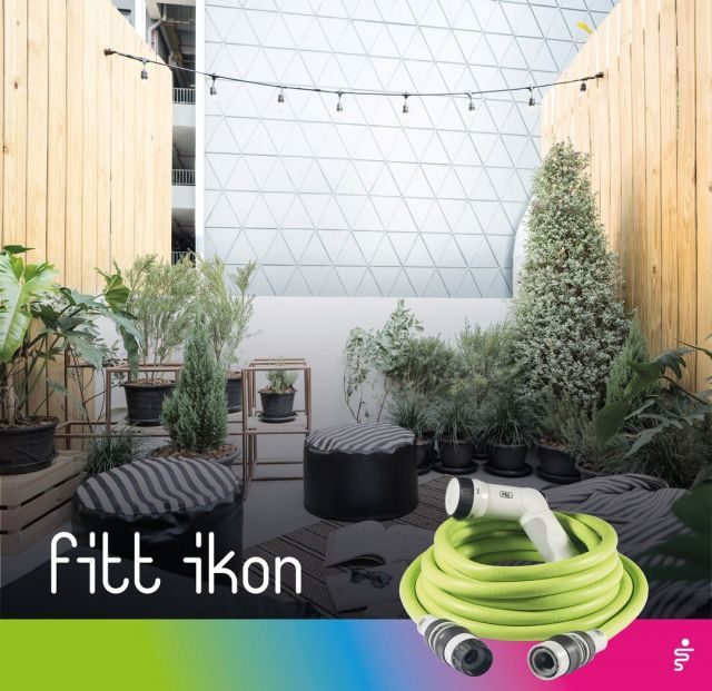 With FITT Ikon you can go directly from the kitchen tap to the terrace: watering your urban vegetable garden becomes child's play.   #FITT #FITTIkon #coloryourpassion #FITTIkonexetendablehose #extendablehose #urbangardening #homegarden